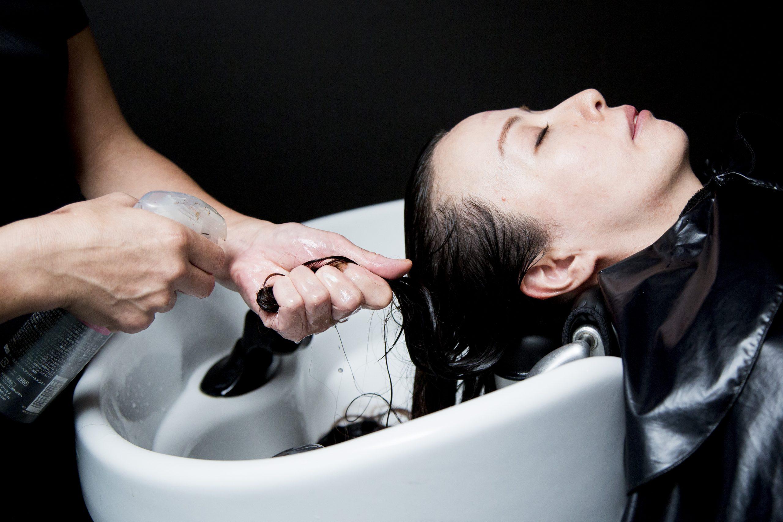 毛髪に栄養を配合